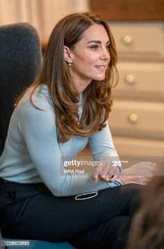 Kate Middleton Outfits, Kate Middleton Style, Duchess Kate, Duke And Duchess, Duchess Of Cambridge, Derby, Royal Family Portrait, Herzogin Von Cambridge, Queen Kate