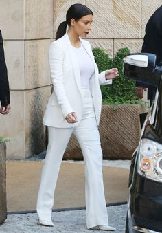 Kim Kardashian, Kanye West Wear Matching White Outfits to Friend's Prague Wedding: Pictures All White Outfit, White Outfits, Classy Outfits, Suit Fashion, Look Fashion, Fashion Outfits, Elegantes Outfit, Kardashian Style, Kim Kardashian Clothes