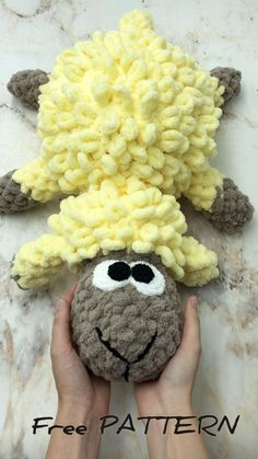 Crochet Monkey, Crochet Baby Toys, Diy Crochet And Knitting, Easter Crochet, Crochet Videos, Crochet Dolls, Crocheted Animals, Finger Knitting Projects, Diy Crochet Projects