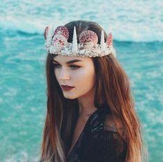 Se trata de las coronas de sirena.   Olvídate de las coronas de flores, esta nueva tendencia llegó para quedarse