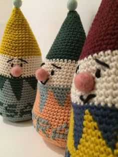 Garnkusserne   Lækre hækleopskrifter / DIY til dig, hjemmet og baby  : Klovnetumling med navn - den ideelle, hæklede dåbsgave (DIY)