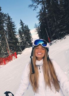 Smile and winter - ChicLadies. Winter Instagram, Snow Pictures, Ski Holidays, Photo Couple, Insta Photo Ideas, Winter Photography, Photography Ideas, Photography Classes, Canon Photography