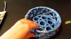 Creare un cestino con i fogli dei giornali: il video tutorial