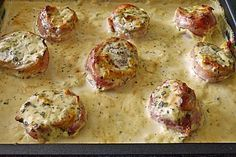 Schweinefilet in Bacon mit Frischkäsesoße überbacke