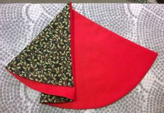 Sew this: Christmas Tree Shaped Napkins - Free Pattern | Craft Warehouse Christmas Napkin Folding, Christmas Tree Napkins, Quilted Christmas Stockings, Folded Fabric Ornaments, Fabric Wreath, Quilt Patterns Free, Free Pattern, Christmas Sewing Projects, Christmas Crafts