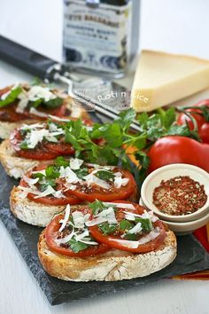 DROOL WORTHY IN MY EYES! Bruschetta al Pomodoro (Bruschetta with Tomatoes) - juicy vine ripened tomatoes, Italian parsley, and freshly shaved parmesan reggiano on ciabatta. Recipes Appetizers And Snacks, Healthy Appetizers, Snack Recipes, Cooking Recipes, Party Snacks, Dinner Recipes, Bruschetta, Ciabatta, Charcuterie