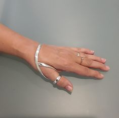 Hand Jewelry, Jewelry Art, Jewelry Accessories, Jewelry Design, Fashion Jewellery Online, Finger Joint, Thumb Rings, Ballet Shoes, Bling