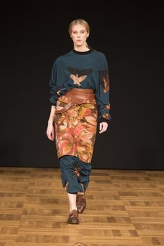 The complete Beckmans College of Design Stockholm Fall 2018 fashion show now on Vogue Runway. Together Fashion, Autumn Fashion 2018, Runway Fashion, Womens Fashion, Vogue Russia, Fashion Show Collection, Fall 2018, Ready To Wear, Fall Winter