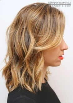 love the wavy hair for medium length hair - Hair Ideas (medium length updo colour) Hair Day, New Hair, Make Up Black, Medium Hair Styles, Short Hair Styles, Hair Medium, Medium Cut, Blonde Haircuts, Bob Haircuts