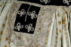 Détail du costume de mariée de Penhars : ornement de poche du tablier, vers 1890