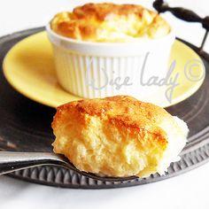 A felfújt a kedvenceim közé tartozik, érdekes módon a sós változatokat jobban kedvelem, mint az édeset, de persze olyat is szívesen eszem,... Essie, Cornbread, Macaroni And Cheese, Food And Drink, Snacks, Ethnic Recipes, Millet Bread, Mac And Cheese, Appetizers