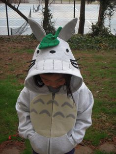Totoro Hoodie. This is adorable. (etsy.com)