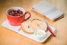 Whether it's breakfast, lunch, or even a quick dinner, this Cordon Bleu Soup & Sandwich / Breakfast Tray combo is perfect for a quick and delicious meal. Grilled cheese and tomato soup or French toast and a cup of tea, this set has you covered. The combo is both microwave and dishwasher safe for easy cooking and easy cleanup.