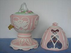 SOURCE OF FINE COLLECTIBLES SIMPLE ELEGANT PINK EGG & DOVE MUSIC BOX Avon