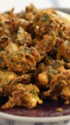 Vegetable Pakoras There are two kinds of people in this world: those who know about pakoras, and those that don't.<br> There are two kinds of people in this world: those who know about pakoras, and those that don't. Pakora Recipes, Veg Recipes, Indian Food Recipes, Asian Recipes, Vegetarian Recipes, Cooking Recipes, Healthy Recipes, Baked Pakora Recipe, Indian Party Food Vegetarian