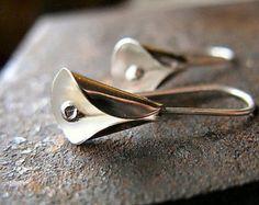 Calla Lily Pendientes perla pendientes regalo por BantamLakeStudio