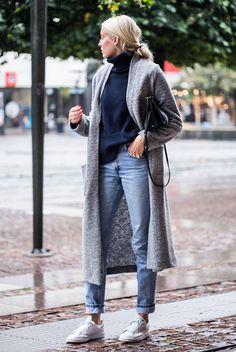 fall / winter - street style - street chic style - fall outfits - winter outfits - casual outfits - comfy outfits - grey long cardigan + navy turtleneck sweater + boyfriend jeans + white sneakers + black shoulder bag