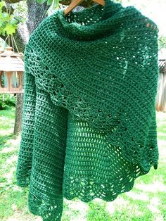 Crochet All Shawl: free pattern. Just stunning, thanks so xox - Schitterende kleur! Poncho Crochet, Crochet Bolero, Mode Crochet, Crochet Shawls And Wraps, Crochet Motifs, Crochet Scarves, Diy Crochet, Crochet Crafts, Crochet Clothes