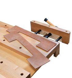 Veritas Quick-Release Front Vise - Lee Valley Tools Craftsman Workbench, Workbench Vise, Ductile Iron, Home Tools, Extruded Aluminum, Thing 1, Lee Valley, Butcher Block Cutting Board, Knife Block