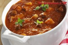 Gulaschsuppe mit Majoran Strong, tasty and justifiably popular: goulash soup Vegetable Soup Recipes, Easy Soup Recipes, Healthy Recipes, Paleo Food, Paleo Diet, Dinner Recipes, Homemade Lasagna, Homemade Soup, Goulash Soup Recipes