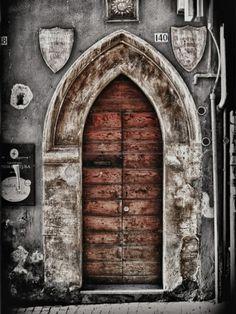 Ancient in L'Aquila, Abruzzo, Italy Door Knockers, Door Knobs, Door Handles, When One Door Closes, Antique Doors, Vintage Doors, Vintage Keys, Grades, Cool Doors