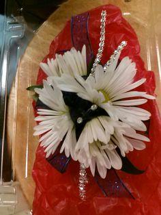 Daisys & bling wrist corsage