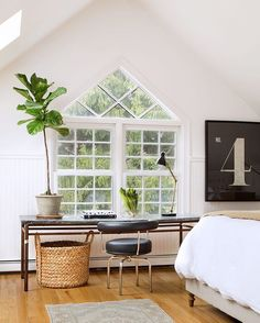 We adore @kellymcguillhome's sun-soaked Massachusetts abode. (That window!!)…