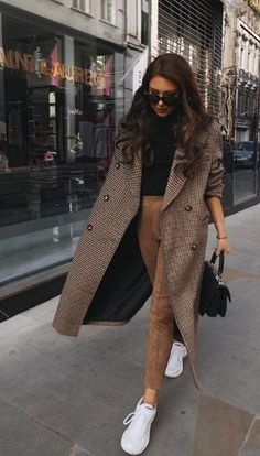 Fashion and Beauty Moda via Winter Fashion Outfits, Fall Winter Outfits, Look Fashion, Autumn Fashion, Womens Fashion, Fashion Tips, Fashion Styles, Fashion Clothes, Retro Fashion
