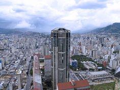 LA TORRE OESTE DE PARQUE CENTRAL EN CARACAS VENEZUELA