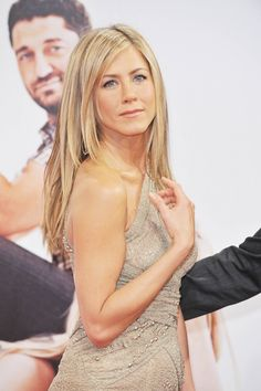 Jennifer Anistons long straight layered hairstyle