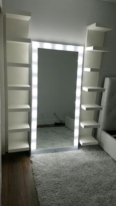 INSTAGRAM: ashleyselfcare PINTEREST: ajrover1 SNAPCHAT: ajrover110 ‬ Hollywood Style Mirror, Hollywood Bedroom, Closet Bedroom, Bedroom Setup, Wardrobe Room, Glam Bedroom, Bedroom Decor, Closet Space, Bedroom Ideas