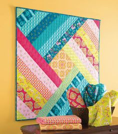 Spin Me Round Wallhanging Quilt - free instructions available to download on website