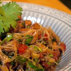 Das perfekte Thailändischer Glasnudelsalat-Rezept mit einfacher Schritt-für-Schritt-Anleitung: Die Glasnudeln mit kochendem Wasser überbrühen, ca, 15…