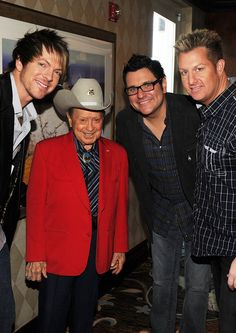Inductees Little Jimmy Dickens ( Red Jacket) and Rascal Flatts backstage at the 2010 Nashville Music City Walk of Fame Induction