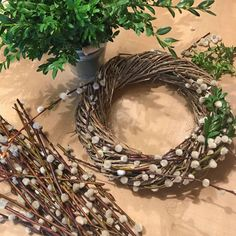 Spring wreath of catkins and box twigs - Lilly is Love Wreath Crafts, Diy Wreath, Sheep And Wool Festival, Summer Deco, Spring Front Door Wreaths, Branch Decor, Picture Gifts, Decoration Table, Easter Wreaths