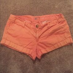 American Eagle Peach Shorts Size 6 American Eagle Outfitters shorts, size 6, peach, low rise, cargo, good condition, front and back pockets, includes zipper and one button American Eagle Outfitters Shorts Cargos