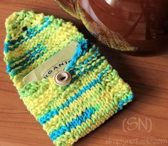 Are you a teetotaler? Do you tote your tea with you? Maybe you're a teetotaling tea toter! If so, you'll need these handy wallets to keep your tea bags from shredding in the bottom of your purse. Knit flat and seamed up the sides, they even hold the larger sized Tazo or Numi tea bags. …