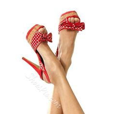 Love these red and white polka dot heels - peep toe pumps with bows! Pretty Shoes, Beautiful Shoes, Cute Shoes, Me Too Shoes, Zapatos Shoes, Shoes Heels, Shoes Uk, Sexy Heels, High Heels