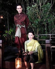 """ถูกใจ 967 คน, ความคิดเห็น 2 รายการ - Support : Pope&Bella  (@pope_bella_fanclub) บน Instagram: """"Good night หนาออเจ้า ออเจ้าทั้งพระนครไปส่องคันฉ่องเเล้วฤายัง ✌ พรุ่งนี้…"""" Traditional Thai Clothing, Traditional Dresses, Thailand Outfit, Love Destiny, Thai Fashion, Thai Dress, Thai Art, Thai Style, Asian Beauty"""
