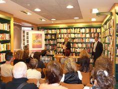 Todos los asistentes se mostraron muy interesados por el libro