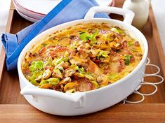 Our in style recipe for Jägerschnitzel casserole with mushroom leek cream and greater than different free recipes at LECKER. Pork Recipes, Low Carb Recipes, Cooking Recipes, Healthy Recipes, Oven Dishes, Mushroom Recipes, Popular Recipes, Food Inspiration, Tapas