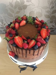 Chocolate Fruit Cake, Raspberry, Strawberry, Fruit Decorations, Drip Cakes, Weeding, Cake Decorating, 18th, Cupcakes