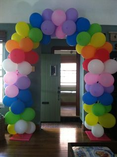 1000 images about balloon decor with no helium on for Balloon arch no helium