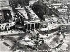 Brandenburger Tor, Unter den Linden 77, 10117 Berlin - Mitte (1930)