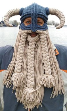 38 Awesome Pics You'll Be Glad You Clicked - Funny Gallery Yarn Wig, Wig Hat, Crochet Beard Hat, Crochet Beanie, Crochet Funny Hat, Knitted Hats, Knitted Beard, Crochet Mask, Knit Crochet