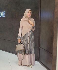 Modern Hijab Fashion, Muslim Women Fashion, Hijab Fashion Inspiration, Casual Hijab Outfit, Casual Dresses, Fashion Dresses, Modest Fashion, Hijab Style, Hijab Chic
