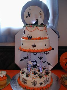 halloween cakes | Halloween Wedding Cake ~ Cake Idea | Red Velvet | Wedding | Chocolate