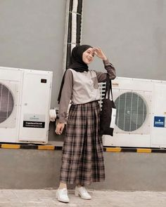 110 hijab styles for petite girls – page 1 Hijab Style Dress, Modest Fashion Hijab, Modern Hijab Fashion, Street Hijab Fashion, Casual Hijab Outfit, Hijab Fashion Inspiration, Muslim Fashion, Fashion Trends, Emo Fashion
