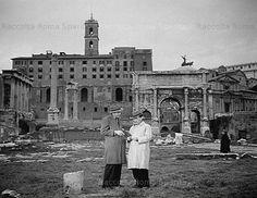 """Foto storiche di Roma - Foro Romano  Titolo del film: """"Guardie e Ladri"""" Anno: 1951"""