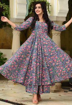 Simple Kurti Designs, New Kurti Designs, Kurta Designs Women, Kurti Designs Party Wear, Printed Kurti Designs, Latest Anarkali Designs, Long Kurta Designs, Casual Indian Fashion, Indian Fashion Dresses